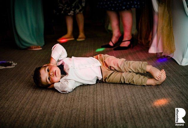 Від сліз до реготу: добірка весільних фото, які не залишать вас байдужими - фото 409282