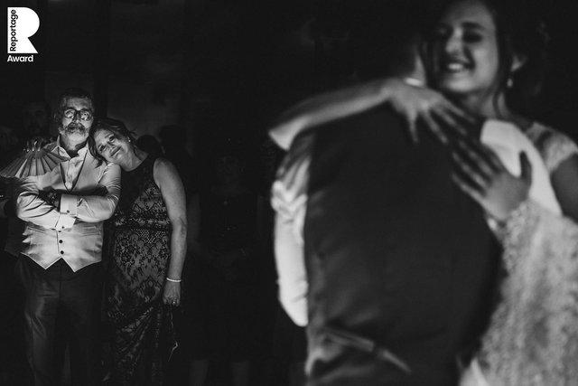 Від сліз до реготу: добірка весільних фото, які не залишать вас байдужими - фото 409283