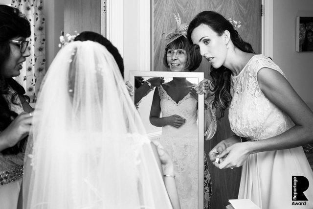 Від сліз до реготу: добірка весільних фото, які не залишать вас байдужими - фото 409284