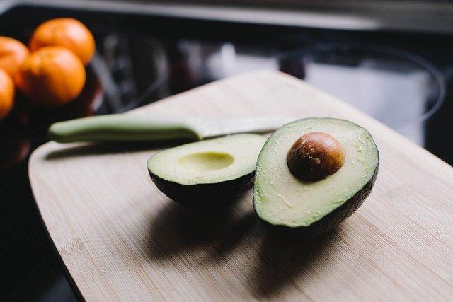Дозріває авокадо при кімнатній температурі - фото 409524