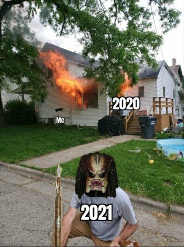 Чоловік опублікував фото палаючого будинку, воно відразу стало мемом - фото 409575