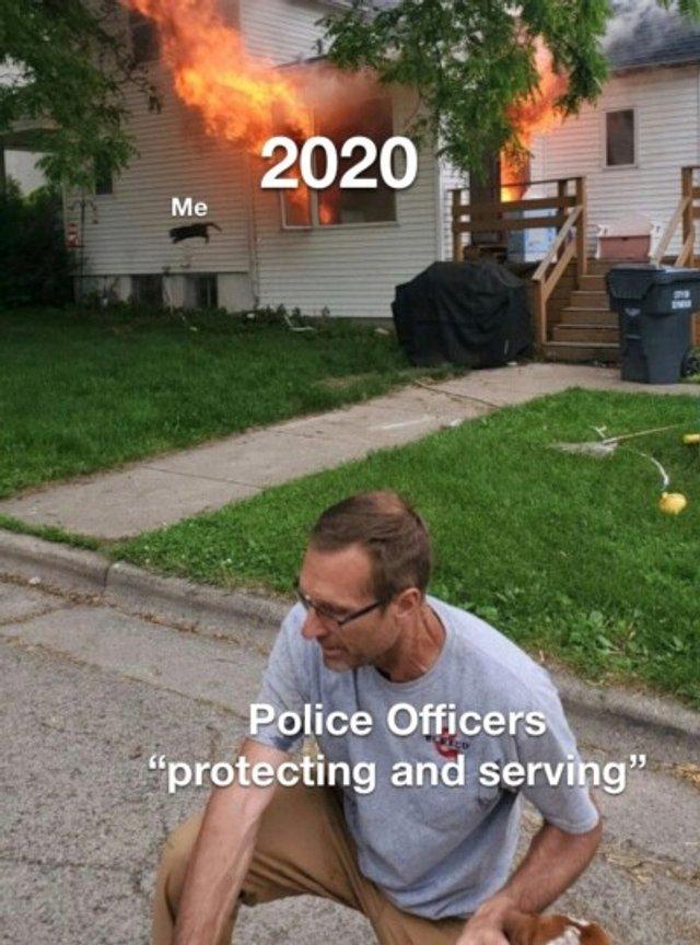 Чоловік опублікував фото палаючого будинку, воно відразу стало мемом - фото 409576