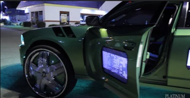 У мережі показали тюнингований Mercedes з родзинкою - фото 409592