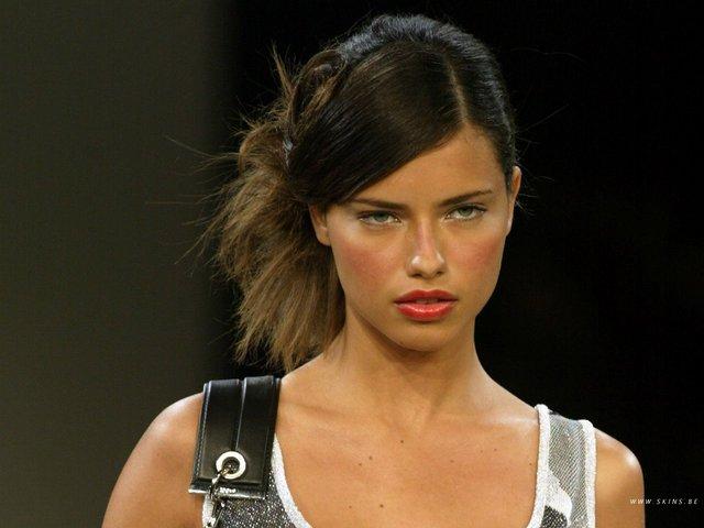 Як змінилася брюнетка з найкрасивішими у світі очима Адріана Ліма: фото 18+ - фото 410395