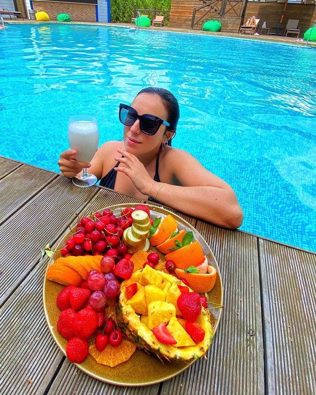 Джамала показала, як релаксує в басейні - фото 410473