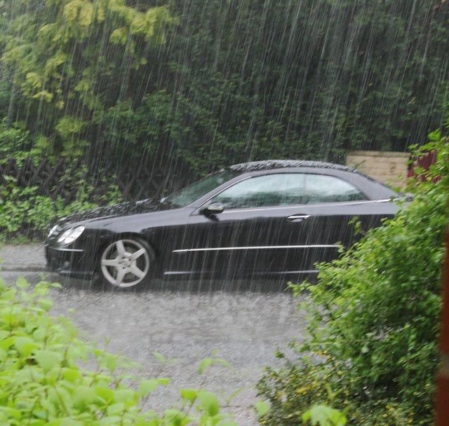 Як їздити в дощ: поради для безпечного водіння, які виручать вас на дорозі - фото 410591