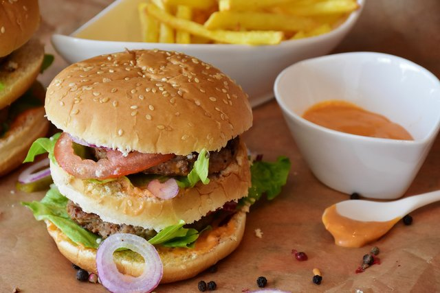 Як їсти фастфуд без шкоди для фігури та здоров'я - фото 410831