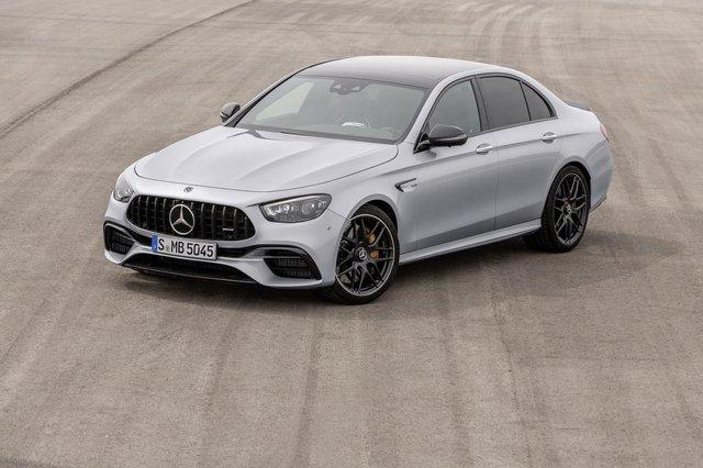 Представлено оновлений Mercedes-AMG E 63: чим здивували німці - фото 410911