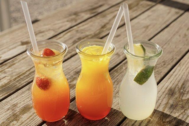Краще відмовитись від солодких напоїв влітку - фото 411360