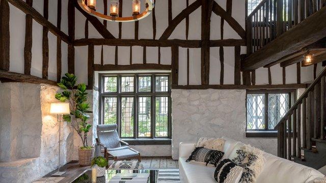 Аріана Гранде купила історичний каліфорнійський будинок телеведучої Еллен Дедженерес - фото 411369