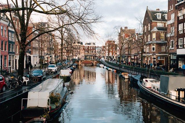В Амстердамі хочуть обмежити кількість мандрівників - фото 411376