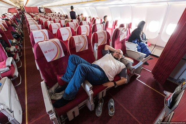 Названо найкращі місця в літаку для нервових пасажирів - фото 411425