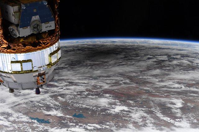 У NASA показали, як виглядає сонячне затемнення з космосу: вражаючі кадри - фото 411513