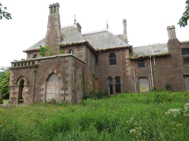 У Шотландії продають шикарний величезний замок за 1 євро - фото 412209