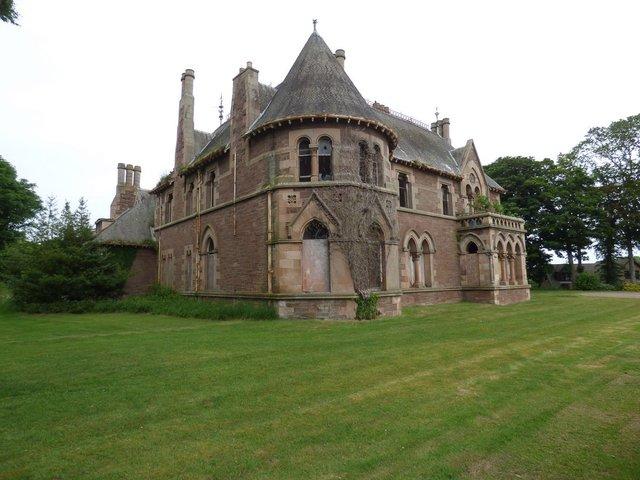 У Шотландії продають шикарний величезний замок за 1 євро - фото 412213