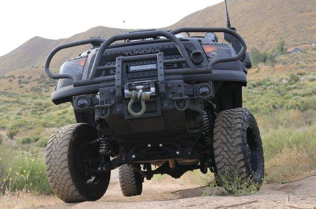 Для порятунку під час апокаліпсису: з молотка пустять круту Toyota Tundra - фото 412327