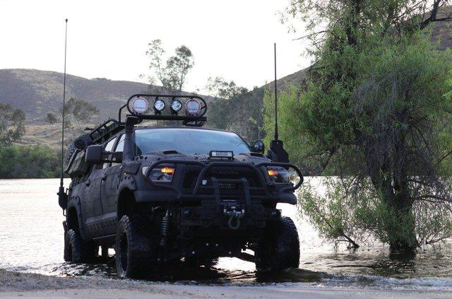 Для порятунку під час апокаліпсису: з молотка пустять круту Toyota Tundra - фото 412329