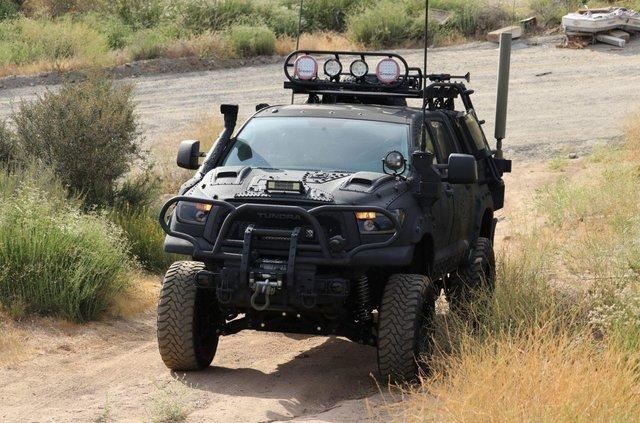 Для порятунку під час апокаліпсису: з молотка пустять круту Toyota Tundra - фото 412331