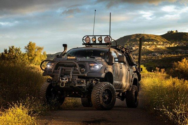 Для порятунку під час апокаліпсису: з молотка пустять круту Toyota Tundra - фото 412332
