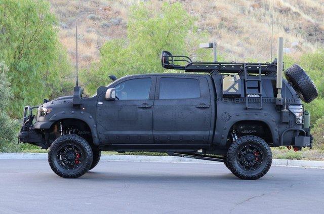 Для порятунку під час апокаліпсису: з молотка пустять круту Toyota Tundra - фото 412333