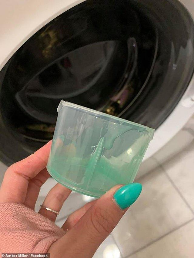 Як правильно додавати рідкий порошок в пральну машину: лайфхак здивував мережу - фото 412434