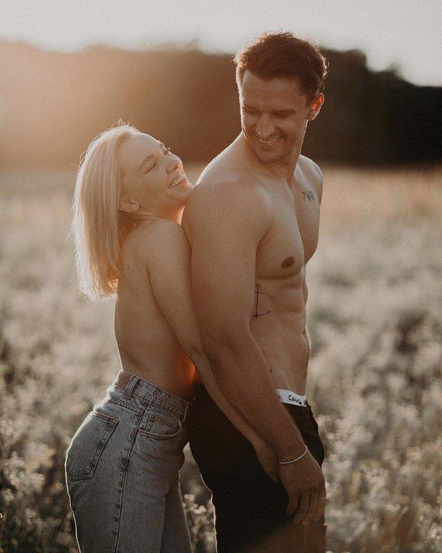 Тарас Цимбалюк знявся у відвертій фотосесії з коханою - фото 412695
