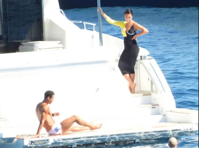 Як Кріштіану Роналду релаксував за 33 тисячі євро: у мережу злили фото гарячого вікенду - фото 412823