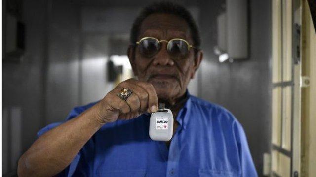 У Сінгапурі роздають Bluetooth-пристрої для відстежування COVID-19 - фото 412834