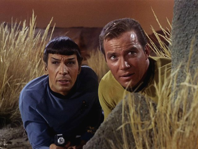Leonard Nimoy as Mr. Spock and William Shatner as Captain James T. Kirk - фото 413410