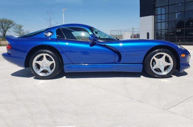 У США продають спорткар Dodge Viper 1996 року без пробігу: фото - фото 414252