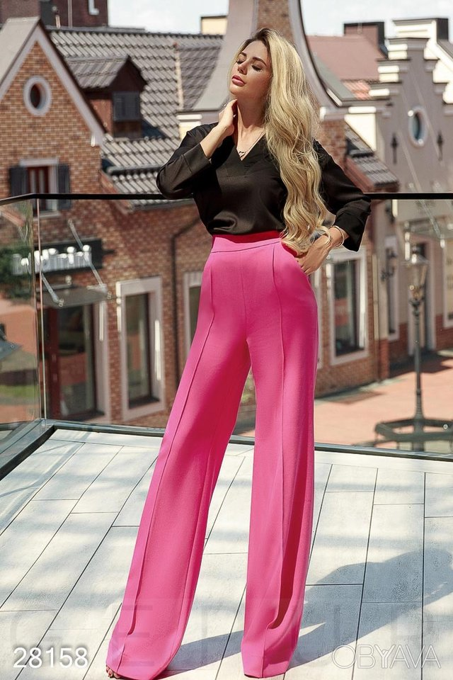 Не тільки джинси: які штани модно носити у 2020 році - фото 414487