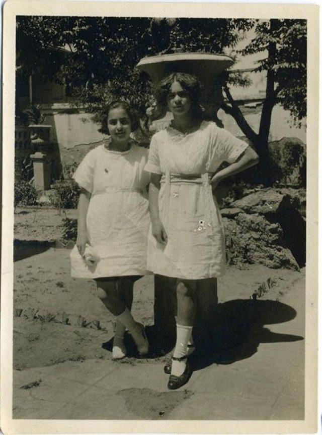 Чарівна та стильна: дивіться на фото юної Фріди Кало - фото 414706