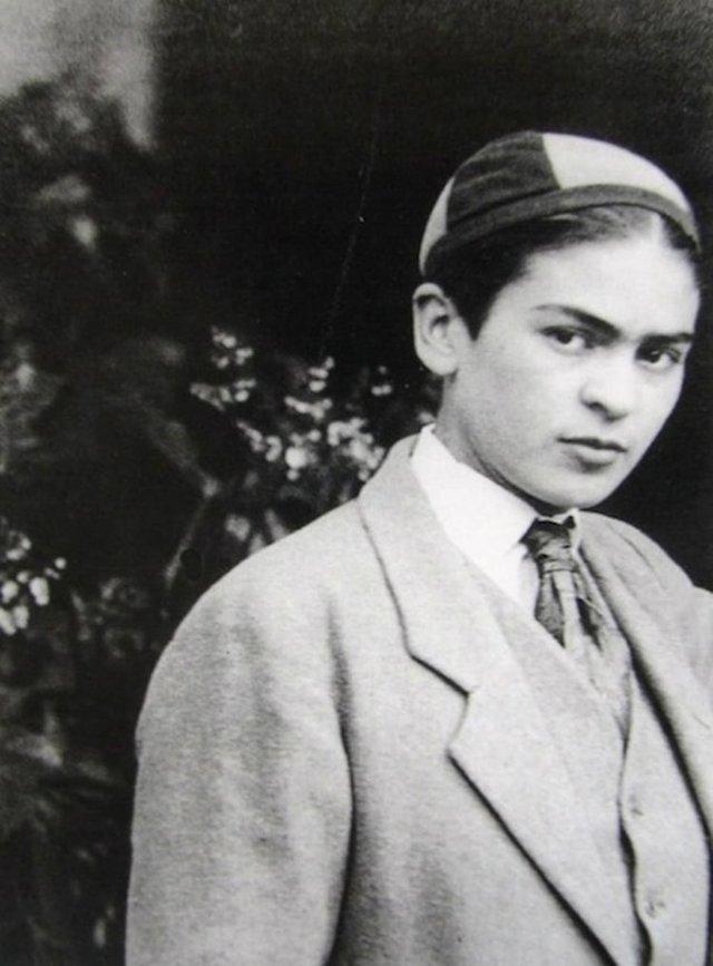 Чарівна та стильна: дивіться на фото юної Фріди Кало - фото 414714