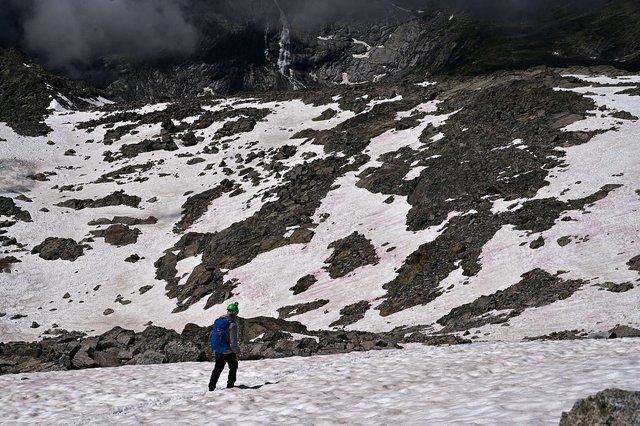 В Альпах з'явився рожевий лід : фотофакт - фото 414781