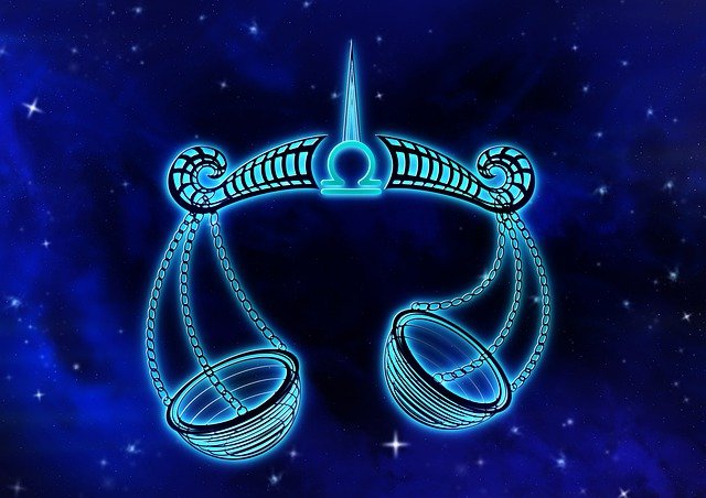 У мережі показали безжалісний гороскоп 1979 року: читайте опис свого знаку Зодіаку - фото 414803