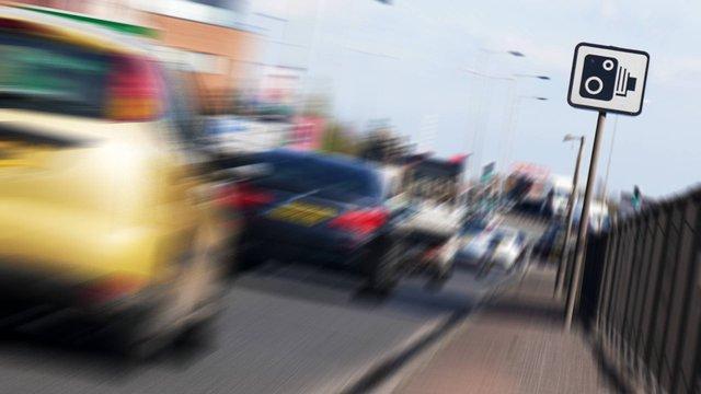 Водійку Ford оштрафували за швидкість у 703 км/год - фото 415053