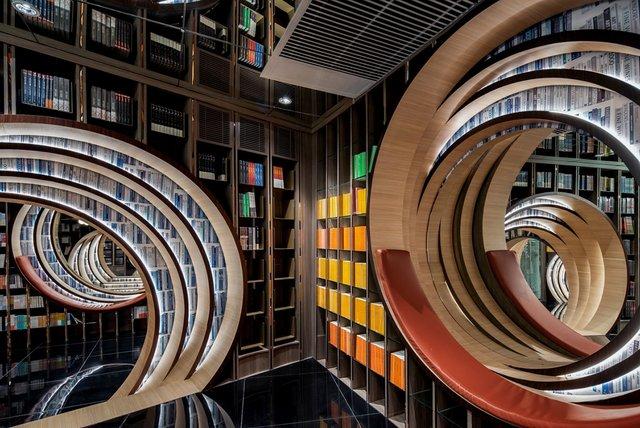 Книголюби оцінять: дивіться, як виглядає футуристична книгарня у Пекіні - фото 415199