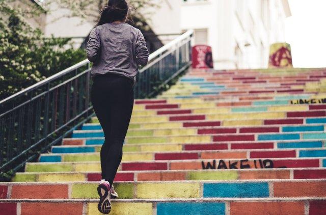 Як правильно бігати, щоб спалювати жир? - фото 415227