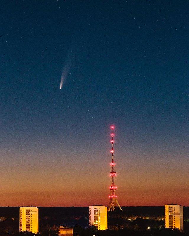 Український фотограф зробив фото комети над Запоріжжям - фото 415505