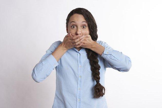 Як стримати чхання чи позбутись гикавки: круті лайфхаки, які виручать вас - фото 415559