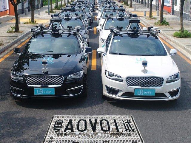 У Китаї з'явилося перше роботизоване таксі без водія - фото 415583