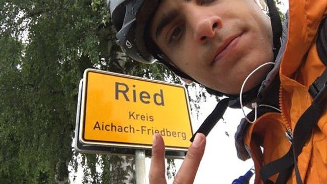 Через карантин грек добирався додому з Шотландії на велосипеді - фото 415725