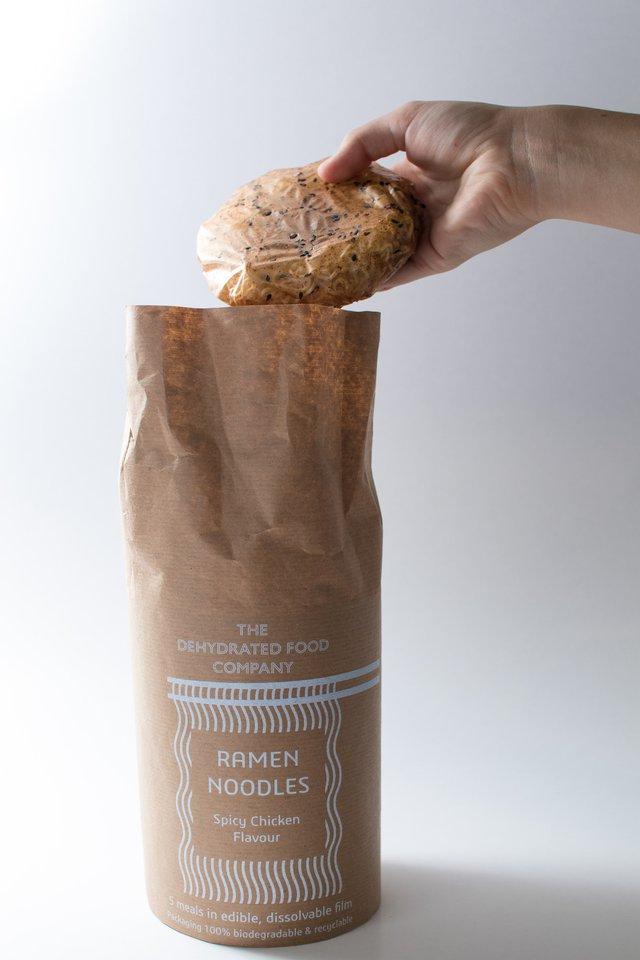 Створено упаковку для локшини, яка перетворюється у соус під час приготування - фото 415749