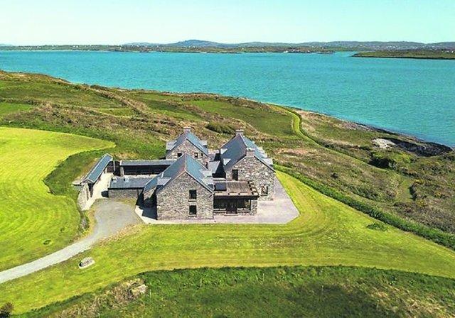 Чоловік купив за 5,5 мільйона євро острів, але досі не побував там - фото 415900