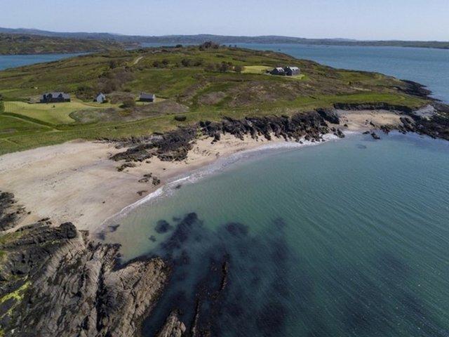 Чоловік купив за 5,5 мільйона євро острів, але досі не побував там - фото 415901