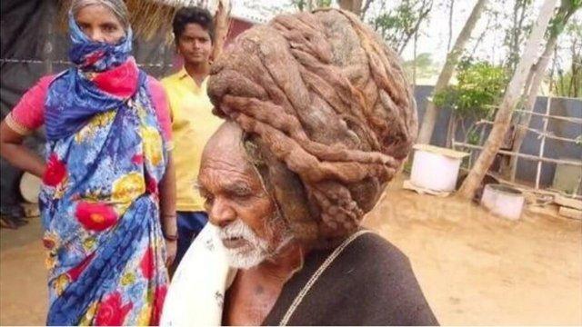В Індії 95-річний дідусь жодного разу не стригся і відростив сім метрів волосся: фотофакт - фото 416062