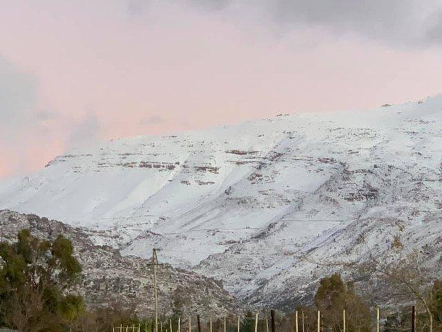 Південну Африку засипало снігом: вражаючі кадри - фото 416072