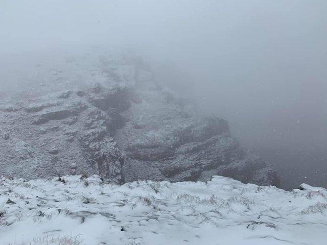 Південну Африку засипало снігом: вражаючі кадри - фото 416076