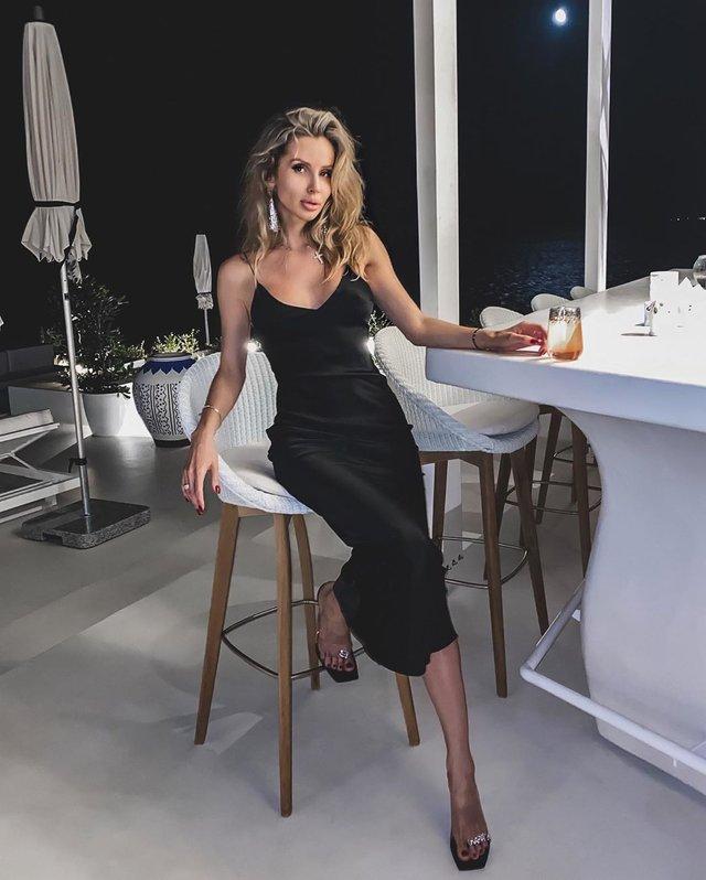 Світлана Лобода спокусила мережу відвертою сукнею - фото 416614