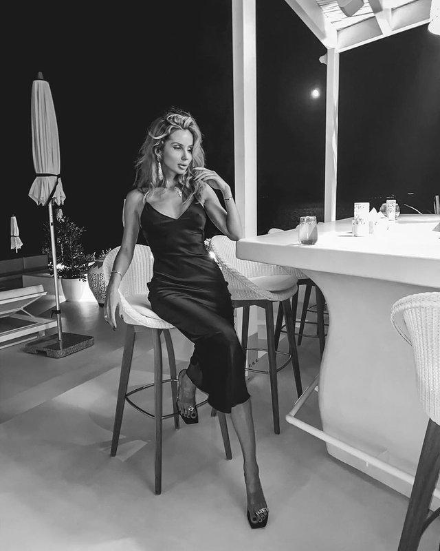 Світлана Лобода спокусила мережу відвертою сукнею - фото 416615